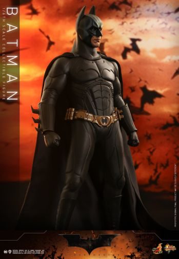 Hot Toys - Batman Begins - Batman and Batmobile - 11