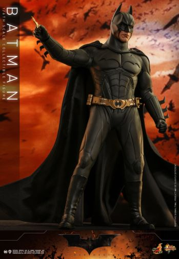 Hot Toys - Batman Begins - Batman and Batmobile - 13