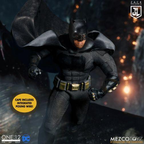 Mezco Toys - Zack Snyders Justice League - Batman - 02