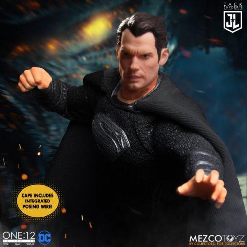 Mezco Toys - Zack Snyders Justice League - Superman - 02