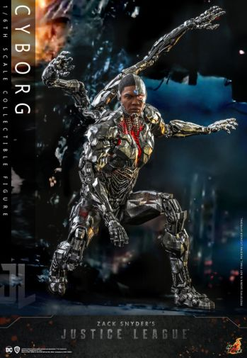 Hot Toys - Zack Snyders Justice League - Cyborg - 05