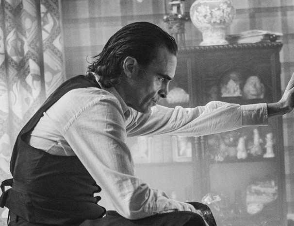 New Picture of Joaquin Phoenix From JOKER