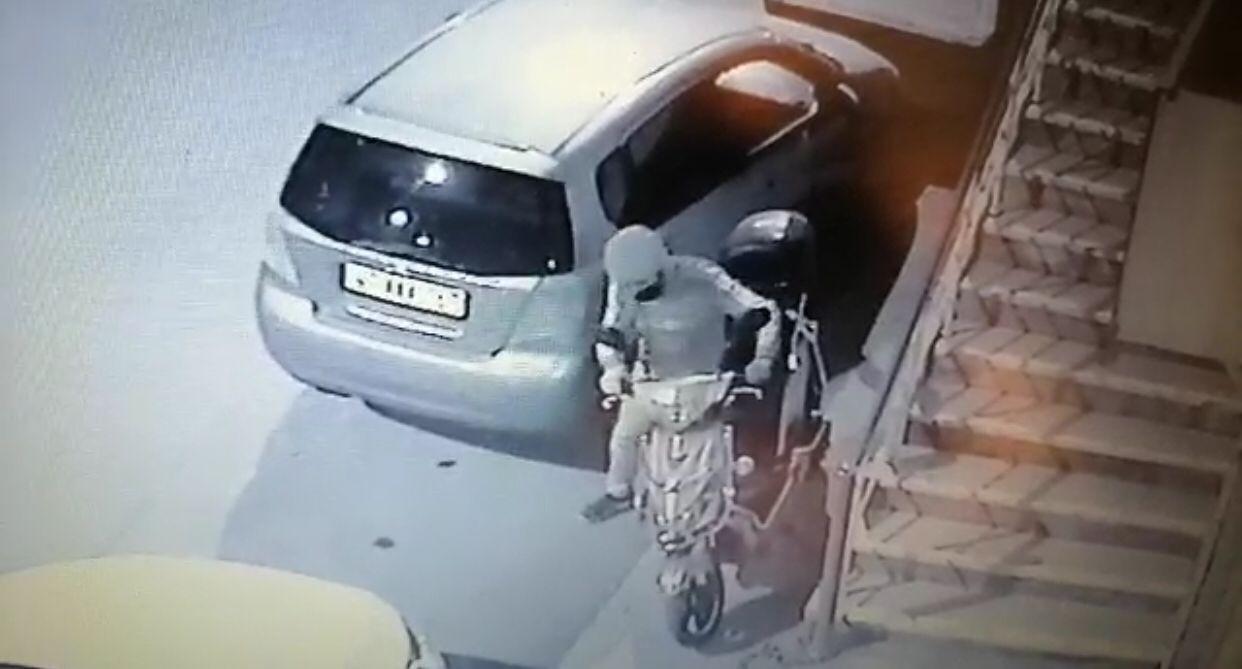 Batman'da engelli vatandaşın motosikletini çalan hırsız kamaraya takıldı