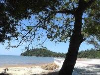 Bersantai ditepi pantai