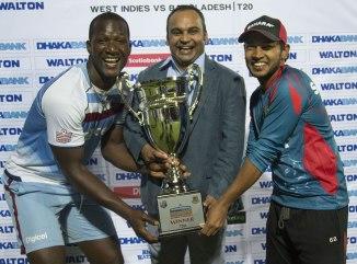 West Indies captain Darren Sammy and Bangladesh skipper Mushfiqur Rahim had to share the Twenty20 trophy