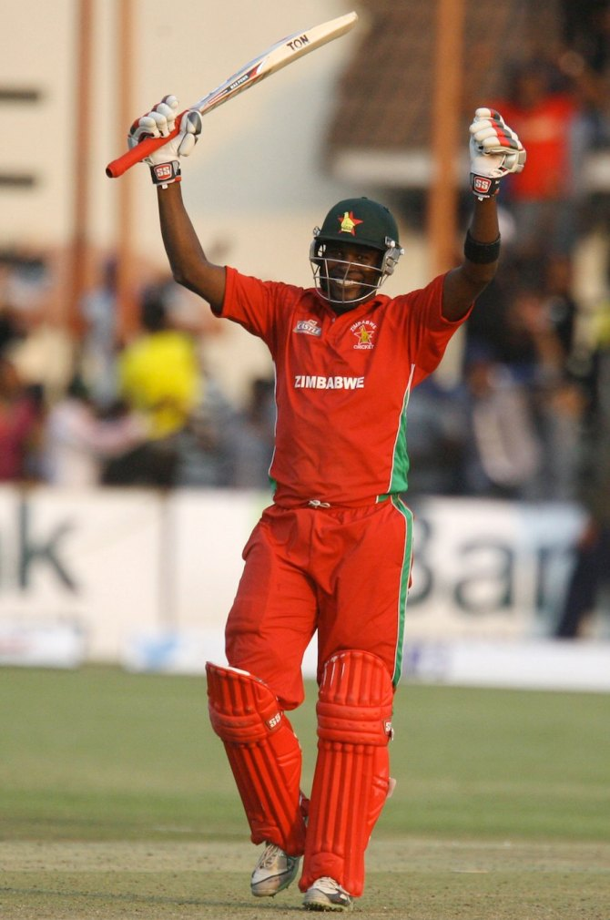 Chigumbura celebrates after Zimbabwe beat Australia for the first time in 31 years