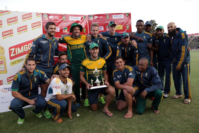 South Africa pose with the trophy after winning the ODI tri-series