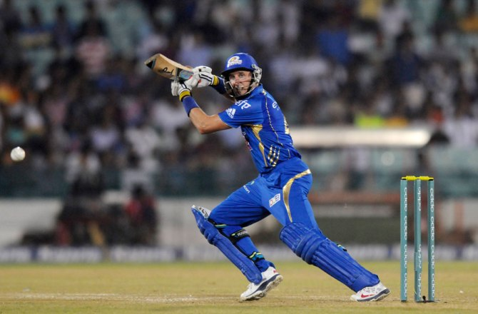 Hussey walloped five boundaries and three sixes during his innings of 60