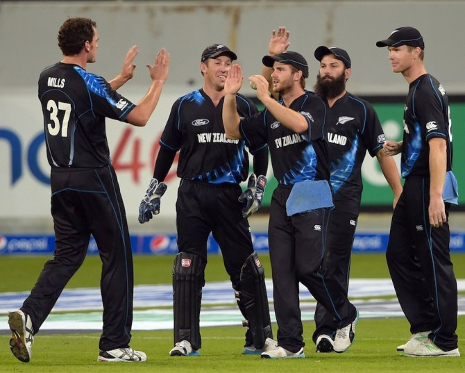 New Zealand celebrate after triumphing over Pakistan and ending the series as a 1-1 draw