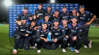 New Zealand pose with the trophy after whitewashing Pakistan 2-0