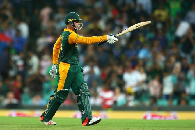 De Kock raises his bat after bringing up his half-century
