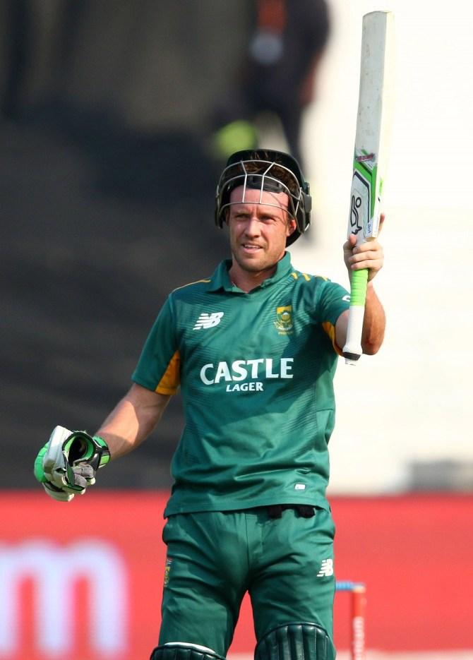 De Villiers became the fastest player to score 8,000 ODI runs