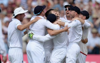 England celebrate after regaining the Ashes