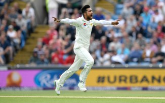 Wasim Akram Mohammad Amir bowl closer to the stumps when ball is not swinging Pakistan cricket