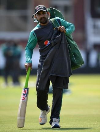 Sarfraz Ahmed tells Azhar Ali to stay strong Pakistan cricket