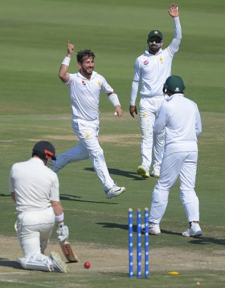 Yasir Shah three wickets Pakistan New Zealand 3rd Test Day 1 Abu Dhabi cricket