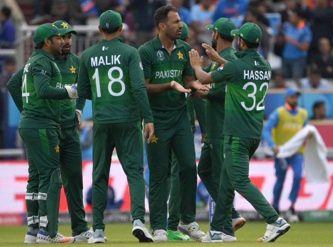 Wahab Riaz will continue training ahead of Pakistan's World Cup match against Bangladesh even though he has a broken finger