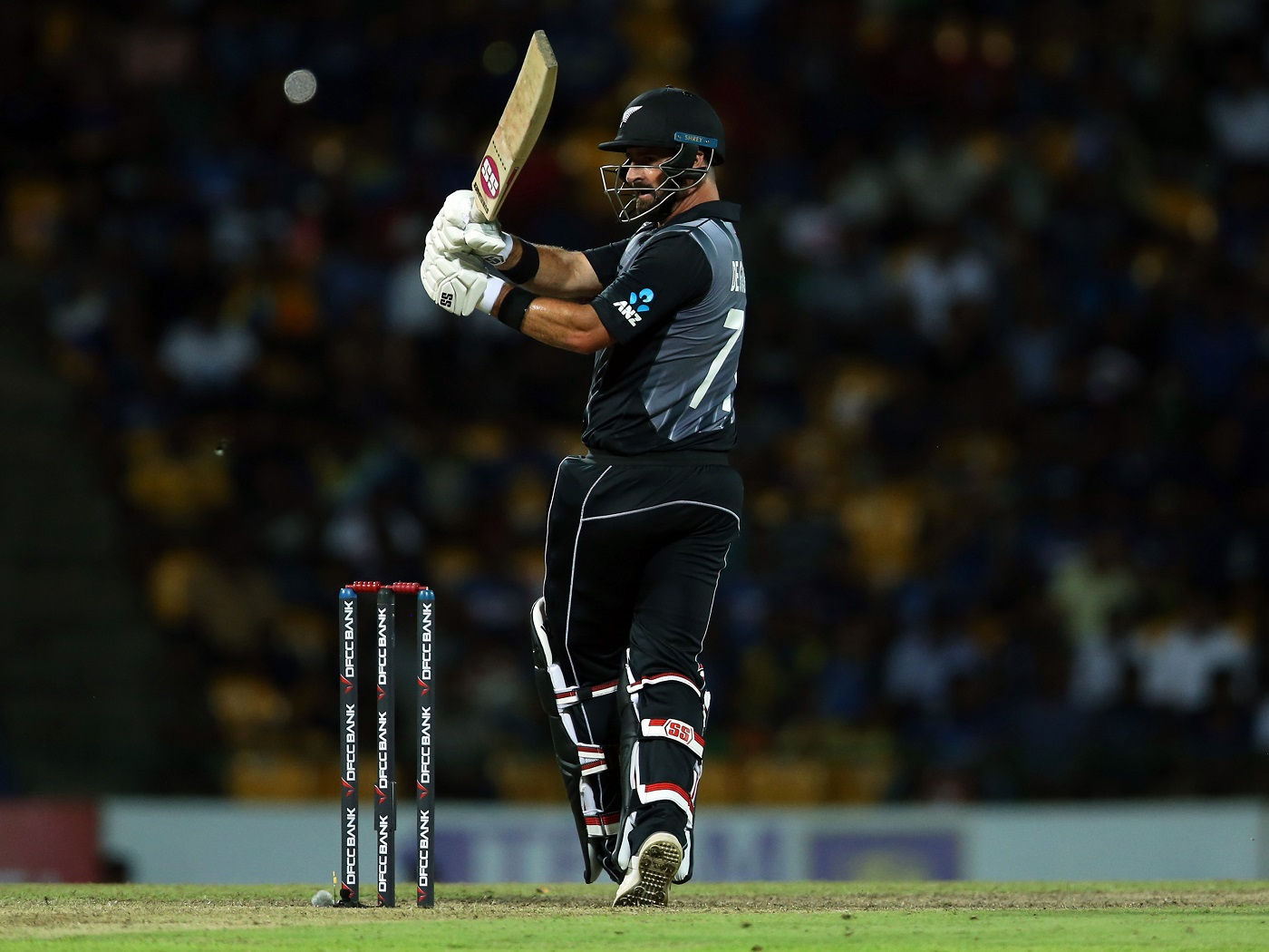 New Zealand beat Sri Lanka by 4 wickets to clinch T20I series