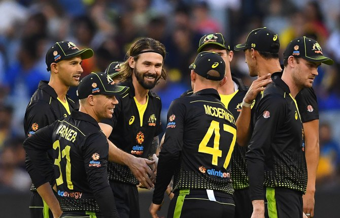 Kane Richardson three wickets Australia Pakistan 3rd T20 Perth cricket