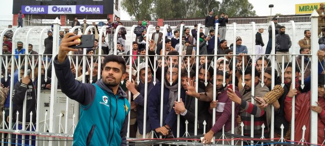 Babar Azam and some of the other Pakistan players brightened the day of the fans in attendance by taking selfies and signing autographs Rawalpindi cricket