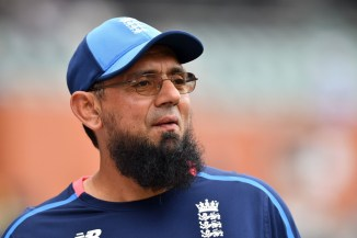 Saqlain Mushtaq slammed Kapil Dev for criticising Shoaib Akhtar's suggestion of a 3-match ODI series between India and Pakistan cricket