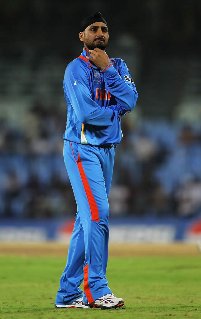 Harbhajan Singh revealed that Younis Khan troubled him a lot and made him cry India Pakistan cricket