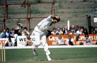 Sarfraz Nawaz said he asked the funeral director to dig a grave for Jeff Thomson