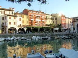 Hotel Piroscafo & old harbour