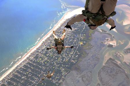 Talisman Saber, Skydiving, Bridge building: your Marines around the