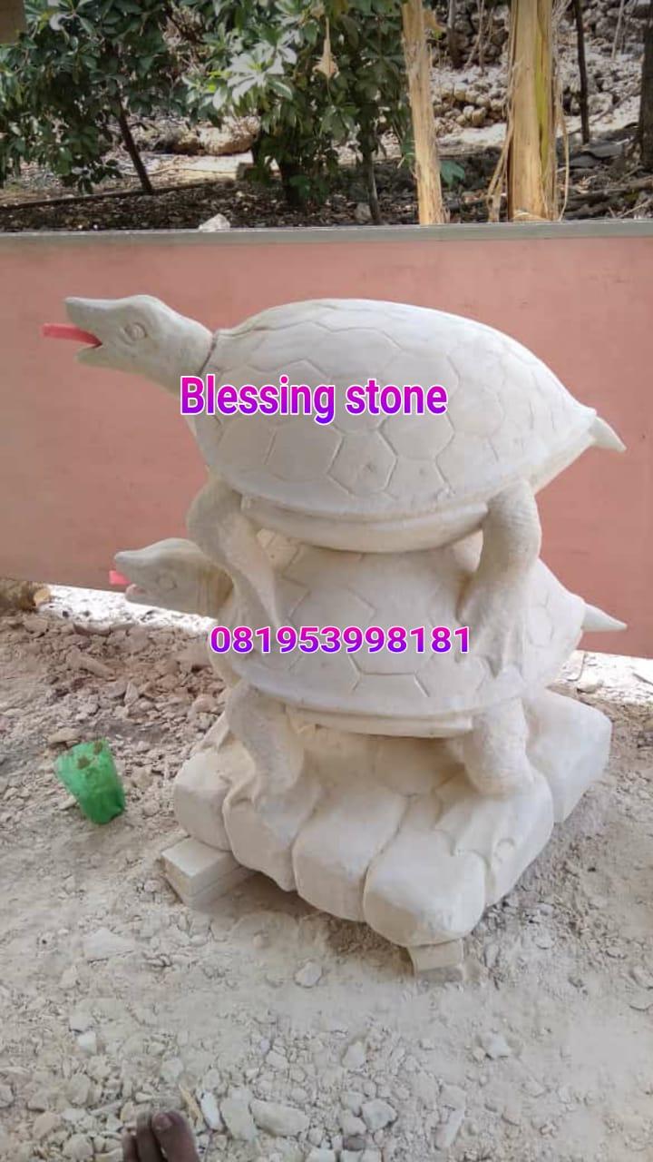 Patung Kura-Kura dari Batu ukir