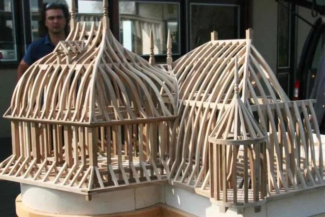 Reproduction en maquette en bois d'un monument historique