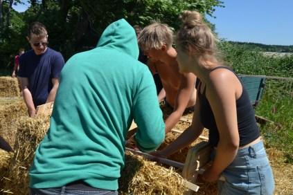 ecotopia-2018-strawbale-workshop-21