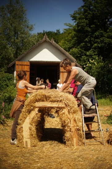 ecotopia-2018-strawbale-workshop-266a