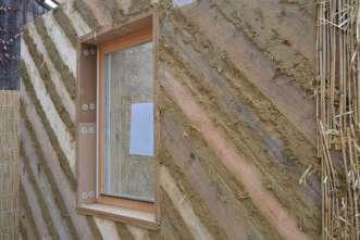 Strohballenwand Fenstereinbau
