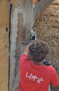step-5-2020-lime-plaster-on-straw-bale-107