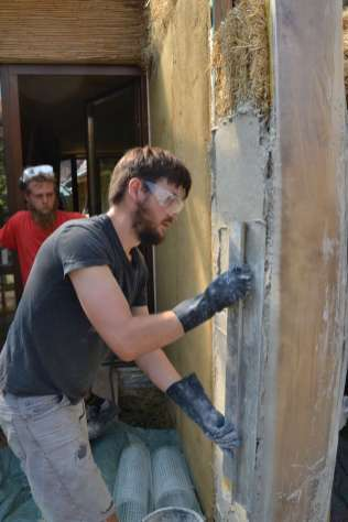 step-5-2020-lime-plaster-on-straw-bale-77