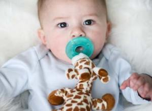 Giraffe Wubbanub | Click here to shop