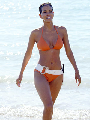halle-berry-swim