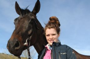 Lizzie-Kelly-with-horse-Tea-for-Two