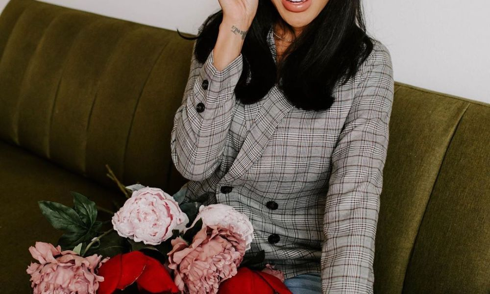 momcrushmonday mother with flowers