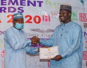 Air Comdr Yusuf Anas (Rtd) presents award to CEO SEMA Yobe at SAEMA 2020