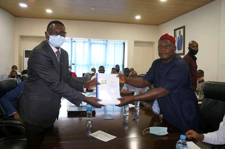 Innoson Vehicle Manufacturing Company Chairman, Chiff Innocent Chukwuma (left), receiving a letter of award of 11 oil blocks to his company, Innoson Oil and Gas Sierra Leone