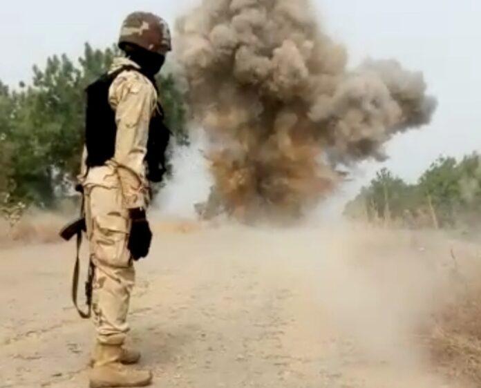 Nigerian troops tackling landmines