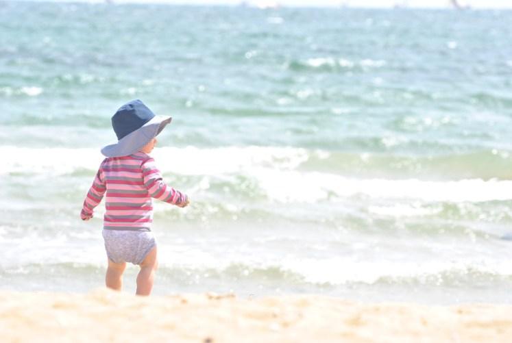 praia com bebê