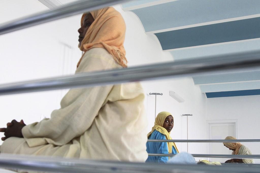 MouandaMouanda_06_des mère surveilent a leurs enfants hospitalié enfants
