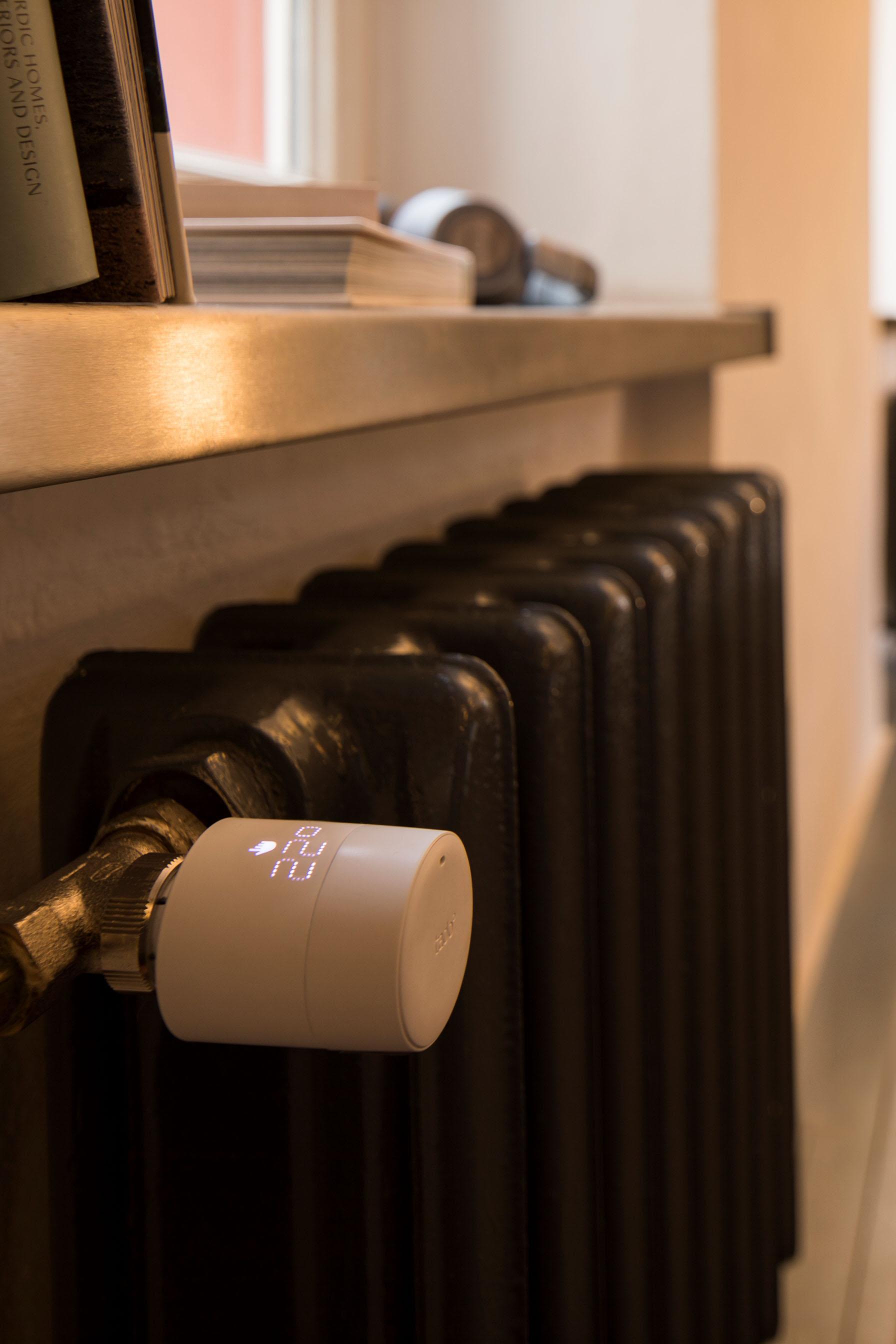Im modernen Smart Home kann auch die raumweise Heizungssteuerung in die Elektroinstallation mit eingebunden werden.