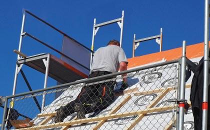 Baumaterialien aus nachwachsenden Rohstoffen kommen auf das Dach