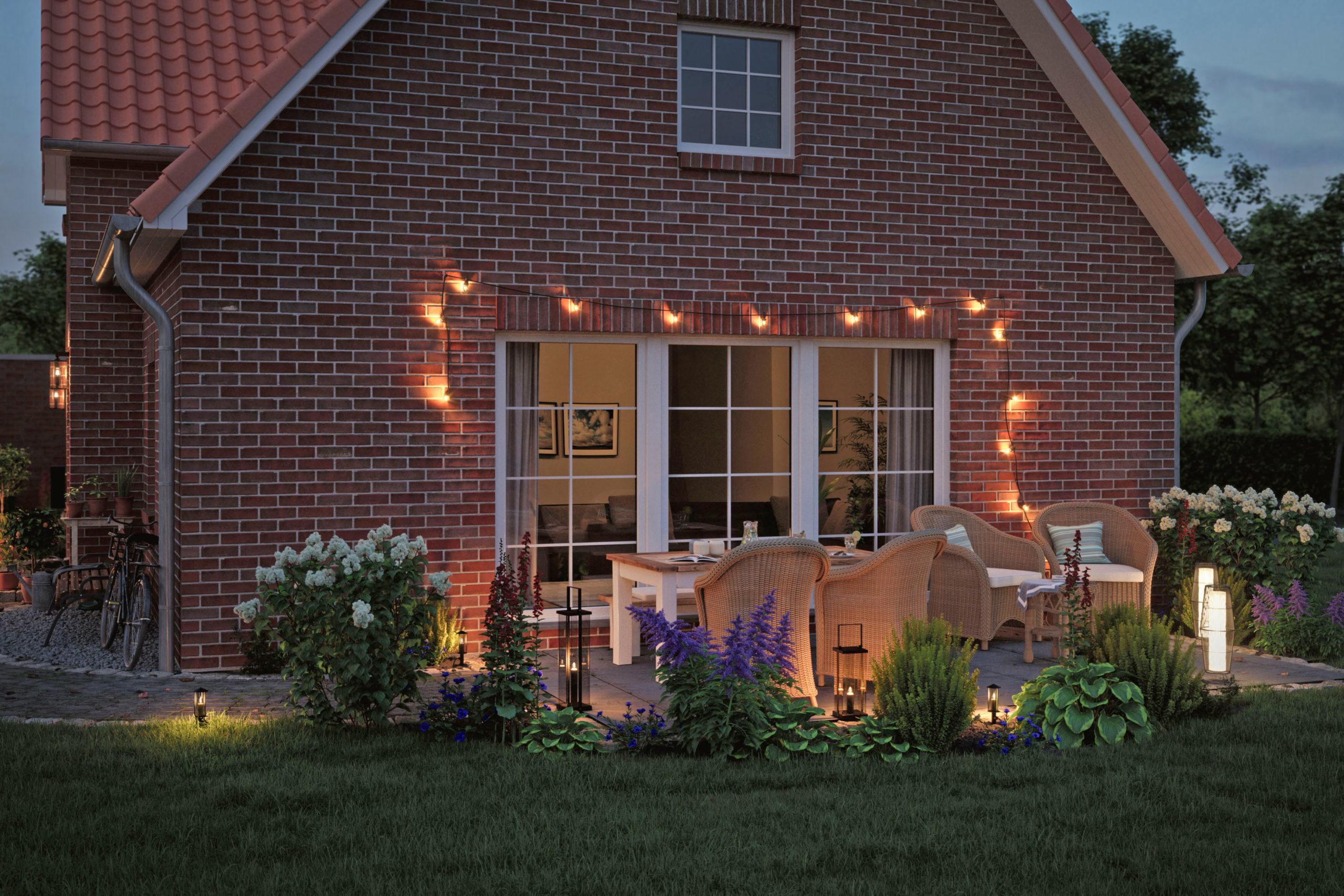 Außenwohnzimmer stimmungsvoll beleuchtet