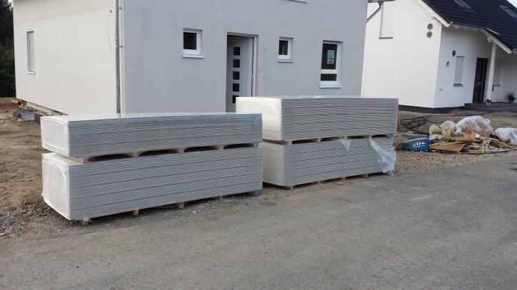 Rigipsplatten vorm Haus, Lagerung für ca 6 Monate