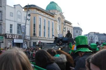 Ein bisschen komisch war es schon, dass ganz zu Beginn der Parade irische Soldaten marschierten und Panzer fuhren